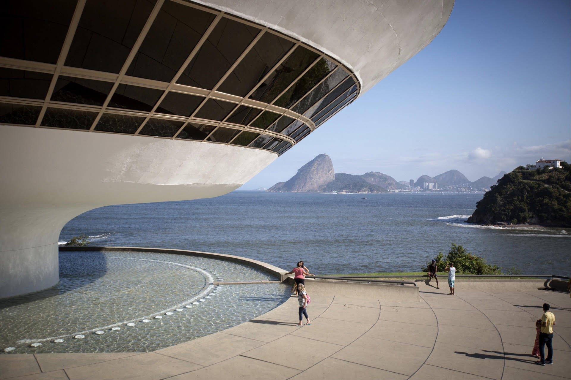 Museu de Arte Contemporânea MAC Niterói, Oscar Niemeyer.jpg